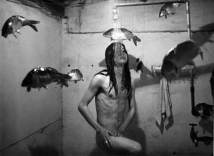 裸体、变性、荒诞,这些行为艺术跟摇滚乐关系重大
